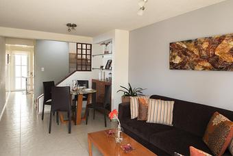 Amplia sala y comedor de  casa modelo Cipres 2r  en Los Héroes Chalco