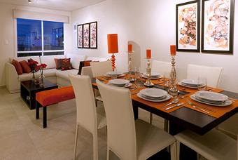 Amplia sala y comedor de casa modelo Nogal 3-3B DUELA en Los Héroes Tizayuca