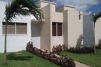 fachada de modelo Carey en Yucatan de Hogares Unión Las palmas II